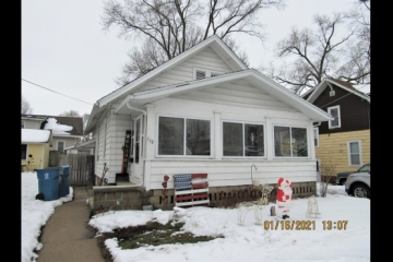Cute Bungalow, Great Starter Home!