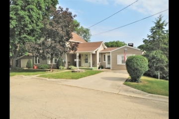 Well Loved 3 Bedroom Home!